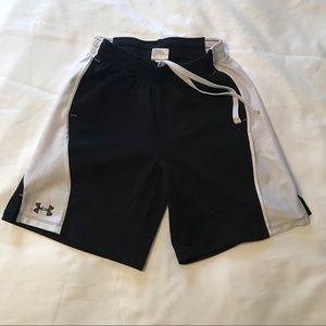 Under Armour shorts black & white Youth medium